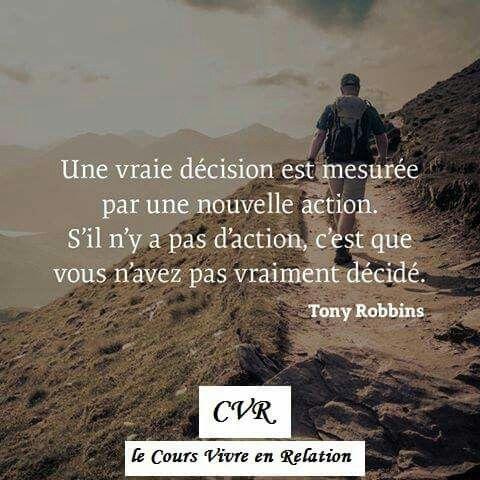 """Citation de Tony Robbins: """"Une vraie décision est mesurée par une nouvelle action. S'il n'y a pas d'action vous n'avez pas vraiment décidé."""""""